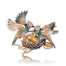 """Брошь 04-0210-00-000-1110-59 из золота с эмалью """"Птицы в гнезде"""", Платина"""