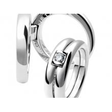 Обручальное кольцо из золота 750 пробы с бриллиантом